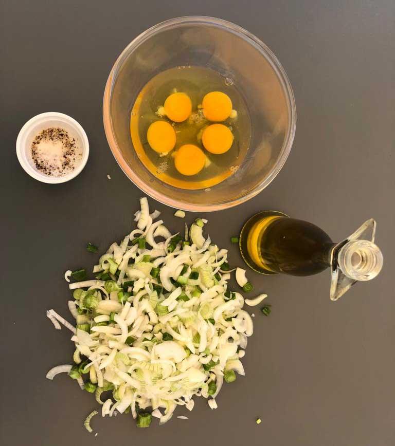 ingredients OMELETTE AUX OIGNONS NOUVEAUX